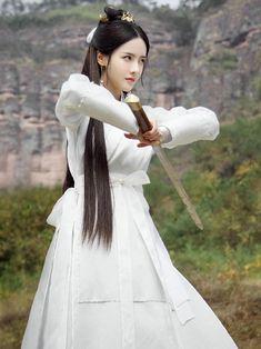 Love and Destiny 《宸汐缘》 - Chang Chen, Ni Ni Traditional Fashion, Traditional Dresses, Female Samurai, Bts Girl, L5r, Ancient Beauty, Warrior Girl, Chinese Clothing, Oriental Fashion