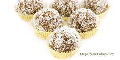 Připravte si medové kuličky Marlenka, které přesně tak chutnají. Jejich výbornou chuť si oblíbí naprosto každý. Vyzkoušejte recept a pochutnejte si na nich. Balls Recipe, Christmas Baking, Baked Goods, Muffin, Food And Drink, Cookies, Breakfast, Cake, Recipes