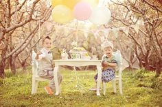 I adore this shot; nature, the balloons, the fabric bunting, the table, everything about it is fabulous