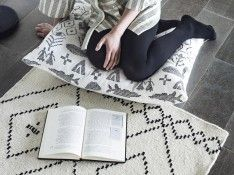 Koko Jäksi Designteppich aus Finnland / Koko Jäksi design rug from Finland Carpet Mat, Rugs On Carpet, Scandinavia Design, Clever Design, Carpet Design, Inspired Homes, Interior Accessories, Floor Pillows, Scandinavian
