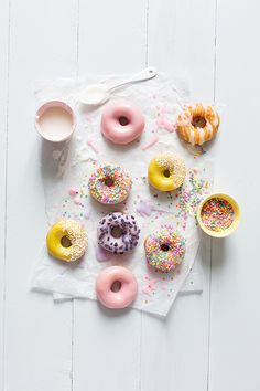 Food Rings Ideas & Inspirations 2017 - DISCOVER Glazed donuts - Carnets parisiens Discovred by : Happytude Cute Food, Yummy Food, Tumblr Food, Slow Cooker Desserts, Birthday Desserts, Birthday Brunch, Donut Recipes, Food Styling, Macarons