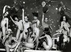 DZI Croquetes - grupo de dançarinos em musicais incrivelmente ousados e bárbaros!