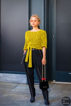 These Street Style Looks Have Fashion Week Written All Over Them New York Fashion, Star Fashion, Look Fashion, Street Fashion, Classy Fashion, Fashion Photography Poses, Fashion Photography Inspiration, Photography Ideas, Street Style 2017