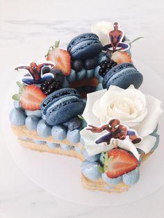 #cake #spiderman #cijfercake #cijfer #number #numbercake #4 #macarons #roses