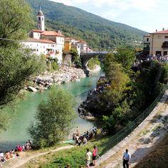 Slovenië is volgens Droomplekken een divers land, met bergen, smaragdgroene rivieren, mooie wijngebieden, kilometerslange grotten een Mediterrane kust.