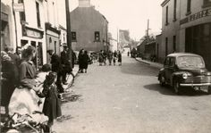 Northgate Street, Athenry, Co. On the left is James Walsh's pub (Today it is called Dan's Bar) and on the right hand side is E. Galway Ireland, Old Photographs, Street View, Bar, History, Historia, Old Photos, Old Pictures
