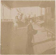 Tsarevich Alexei Nikolaevich e sua irmã a Grand Duchess Tatiana Nikolaevna a bordo do Imperial Yacht Standart em 1908.