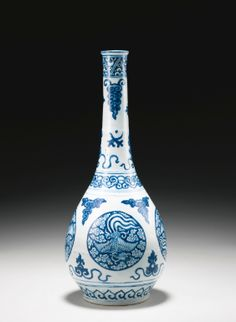 A BLUE AND WHITE 'PHOENIX MEDALLION' BOTTLE VASE MING DYNASTY, JIAJING PERIOD - Sotheby's