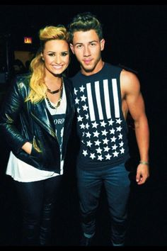 Ahhhh, why haven't I seen this pic before of Demi Lovato & Nick Jonas!!! My Nemi heart!!