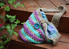 Medium size boho bag, crocheted with 100% cotton fiber and hemp twine. Lined with fabric.