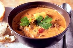 Surówki obiadowe - przepisy na surówki - blog kulinarny - codojedzenia.pl Stuffed Mushrooms, Stuffed Peppers, Meat Lovers, Prime Rib, Cheeseburger Chowder, Sour Cream, Thai Red Curry, Stew