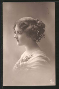 old postcard: Foto-AK GL Co 3920/2: Porträt einer jungen Frau