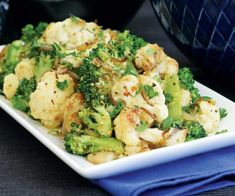 Roasted cauliflower and broccoli with garlic - Ten utterly delicious vegetarian recipes Tasty Vegetarian Recipes, Vegetarian Main Dishes, Healthy Recipes, Vegetable Sides, Vegetable Recipes, Broccoli Cauliflower Recipes, Food Dishes, Side Dishes, Grilled Lamb