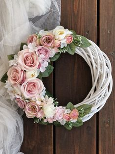 Shabby Chic Wreath, Easter Wreaths, Christmas Wreaths, Wooden Wreaths, Easter Flowers, Wedding Wreaths, Mothers Day Crafts, Diy Wreath, Spring Crafts
