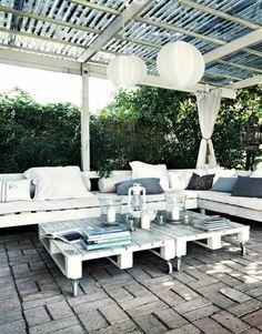 Gartenmöbel aus Paletten in Weiß
