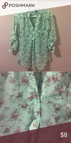 🌸Size M🌸Flattering Blouse🌸 Great condition! Rue 21 Tops Blouses