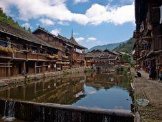 Zhaoxing è un piccolo villaggio abitato dalla minoranza dong trova nei limiti della provincia di Guizhou, un passo dalla provincia di Guangxi.