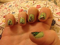 Do It Yourself Nail Art: The sparkliest Christmas trees around