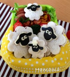 ひつじのショーン♪キャラ弁 by Haママ - Shaun the sheep sandwich bento Kawaii Bento, Cute Bento, Japanese Food Art, Japanese Lunch Box, Japanese Desserts, Bento Recipes, Baby Food Recipes, Bento Ideas, Bento Tutorial