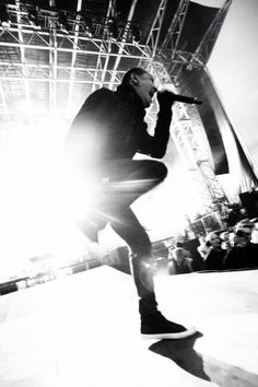CHESTER BENNINGTON Just kickin' up rays of sunshine!