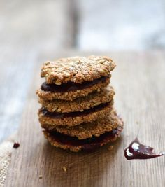 Grain and sugar free valentine  cookies - A tasty love story 1 cup shredded coconut (100 g) 1/2 cup hazelnuts (60 g) 1/3 cup sunflower seeds (60 g) 1 organic egg 1 heaping Tbsp Butter or coconut oil, melted 1 tsp ground vanilla or beans from 1 pod 2 Tbsp coconut sugar or honey 1/2 tsp ground cardamom A pinch of sea salt
