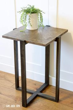 Build this DIY Modern End Table for a stylish addition to any room.  A great beginner woodworking project you can build in an afternoon. Click to get the plans and build yours this weekend! #woodworkingprojects #beginnerwoodworking #DIYendtable #diysidetable #girljustdiy
