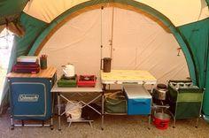 快適度の高いテント内キッチンスペース