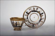 Чашка с блюдцем с росписью в стиле «шинуазри». Императорский стеклянный завод. 1820-е гг.