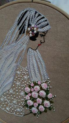 봄꽃놀이 빠져... 오랜시간 붙들고 있다 오늘 완성! 면사포에 비즈로 장식하고 하늘하늘 드레스에도 흰비즈...