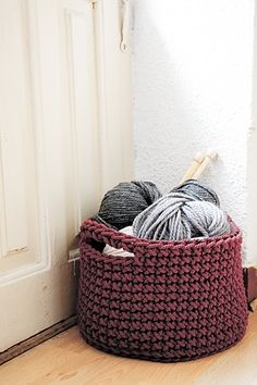 Basket crochet pattern by lauguina siuke by Manueeltje
