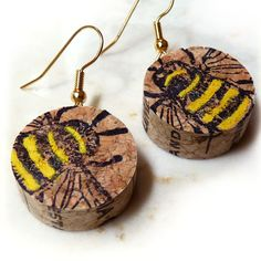 Wine Cork Bee Earrings is part of Cork crafts Jewelry - I was in my yard recently when I realized that our hanging bird house had become a hanging bee house It was so wonderful to see that a colony of bumble bees had Wine Craft, Wine Cork Crafts, Wine Bottle Crafts, Wine Bottles, Crafts To Sell, Home Crafts, Wine Cork Jewelry, Fine Jewelry, Jewelry Tray