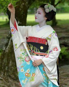 June 2016: maiko Katsusen of GIon Kobu by osa_hijiki on Instagram