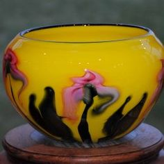 View artist works and glass for sale. Glass Bowls, Crystal Glassware, Atc, Vases, Art Nouveau, Embroidery Designs, Sculptures, Glass Art, Perfume Bottles