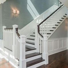 Awesome Modern Farmhouse Staircase Decor Ideas – Decorating Ideas - Home Decor Ideas and Tips - Page 5 Interior Design Minimalist, Luxury Interior Design, Luxury Decor, Foyer Decorating, Decorating Tips, Staircase Remodel, Staircase Ideas, Banister Ideas, Basement Staircase