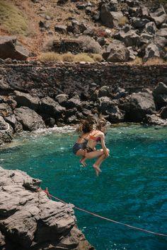 Rock Jumping, Santorini - The Londoner Travel Photography Tumblr, Photography Beach, Landscape Photography, Photography Ideas, Couple Photography, European Summer, Italian Summer, Adventure Aesthetic, Travel Aesthetic