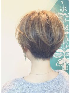 Bob hairstyles are in trends l Wedge Hairstyles, Mom Hairstyles, Cute Hairstyles For Short Hair, Short Hair Cuts For Women, Pretty Hairstyles, Short Hair Styles, Back Of Short Hair, Short Haircuts, Grunge Hair