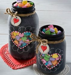 Surprise your loved ones with these easy DIY Valentines mason jar gifts this year! These mason jar gifts are perfect for Valentines day. Valentines Bricolage, Valentine Day Crafts, Valentine Decorations, Holiday Crafts, Homemade Valentines, Valentine Ideas, Valentine Heart, Printable Valentine, Valentine Wreath
