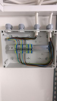 Ac Wiring, Electrical Wiring Diagram, Electrical Projects, Electrical Tools, Electrical Engineering, Arduino, Electronics Basics, Loft Style, Wall Mounted Tv