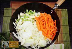 Kínai zöldséges tészta recept, kínai zöldséges tészta elkészítése 1. lépés Chinese Food, Tofu, My Recipes, Side Dishes, Cabbage, Paleo, Food And Drink, Health Fitness, Healthy Eating