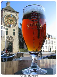 City beer of the small city of Lier, one of the most popular beers in Belgium in the 19th century. The taste is between sour and sweet, between geuze and Rodenbach.