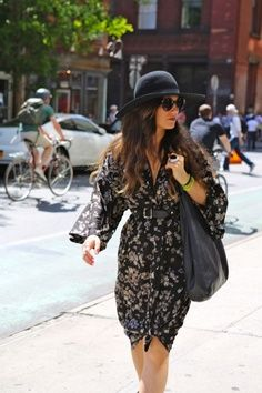 Great floral dress – loved the sleeves – topped off with a hat. I think she may be a fellow fashion blogger. Anyone know her?