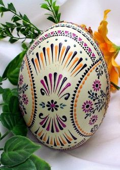 Atelier Fazendo Arte DMC: PÁSCOA – UM LEGADO DA ANTIGUIDADE. Polish Easter, Egg Shell Art, Carved Eggs, Easter Egg Designs, Ukrainian Easter Eggs, Easter Egg Crafts, Diy Ostern, Easter Celebration, Egg Art