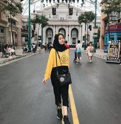 Style hijab casual indonesia ideas for 2019 Hijab Casual, Hijab Fashion Casual, Ootd Hijab, Hijab Chic, Trendy Fashion, Girl Fashion, Fashion Outfits, Dress Fashion, Trendy Style
