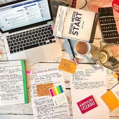 """W ferworze przygotowań do dzisiejszego LIVE """"Jak promować swój biznes online"""" -  na grupie """"Biznes online i blogowanie od kuchni by PSC"""" - o 21.00 Każdy element tej układanki jest tu ważny - także książka @jasonhunt.media o której będę wspominać. A Fb nie jest otwarty jako rozpraszacz lecz jako środków wiedzy i przykładów bo specjalnie dla Was sięgam do archiwów i skroluję Fb aż do początków PSC. Choć zaczynam wątpić że to się uda bo jest tego maaaaaaasa!  Będziesz????  #psc…"""