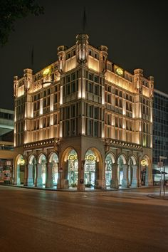 Night view of Glockengasse No. 4711, Cologne:  the home of 4711 Eau de Cologne since 1709.