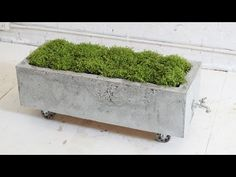 HomeMade Modern DIY Concrete Planter - Can turn this into a beautiful mosaic cooler Diy Concrete Planters, Concrete Crafts, Concrete Art, Concrete Garden, Diy Planters, Cement Pots, Outdoor Projects, Garden Projects, Diy Projects