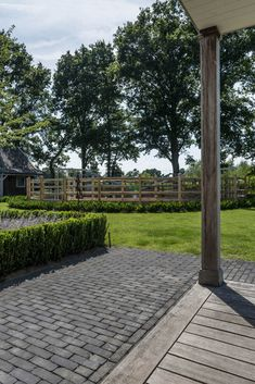 Rondom, Sidewalk, Woodwind Instrument, Lawn And Garden, Nice Asses, Side Walkway, Walkway, Walkways, Pavement