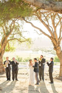 Live Music for a Romantic First Dance | Mike Larson Photography | http://heyweddinglady.com/vintage-winery-wedding-shoot-champagne-gold/