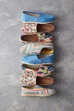 For those who live boldly. Shop TOMS Classics in bright colors, bold patterns, sweet prints and striking stripes.