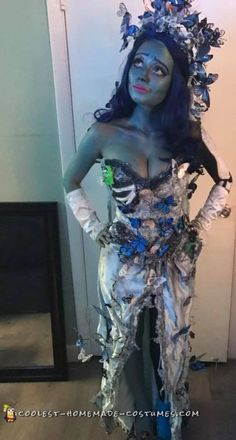 Check out this gorgeous adult corpse bride costume here! Make an incredible DIY costume this Halloween using these detailed instructions. Corpse Bride Dress, Corpse Bride Tattoo, Corpse Bride Makeup, Corpse Bride Costume, Candy Costumes, Diy Halloween Costumes For Women, Halloween Costume Contest, Diy Costumes, Halloween 2018